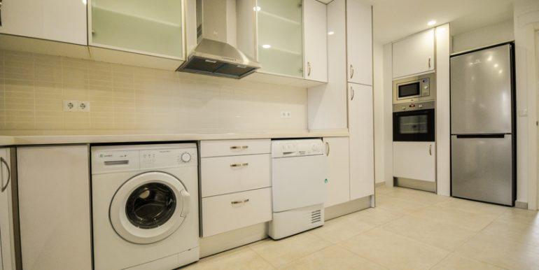 Kitchen with office space, all new appliances