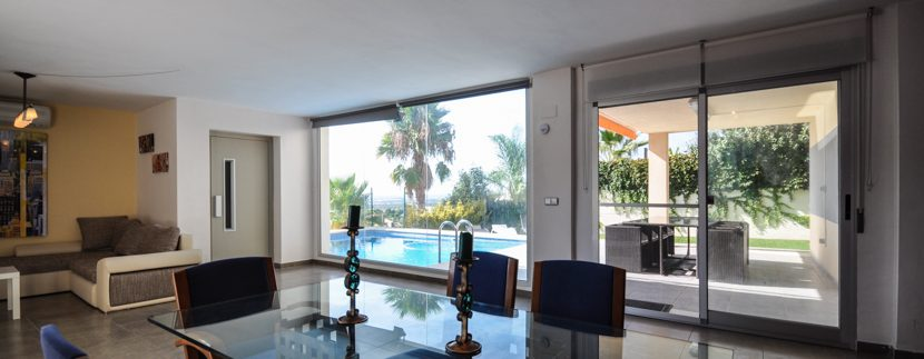 MON214CZN-Second living/dinning space by the pool