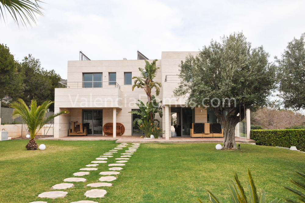 Luxurious Villa for Rent in Valencia