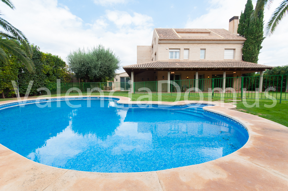 Superb and spacious home for rent in Alfinach (Valencia) with swimming pool and garden