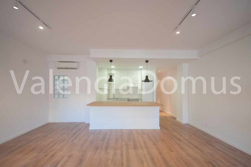 Modern refurbished apartment for rent in the city centre of Valencia