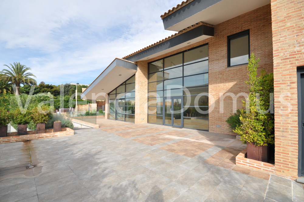 High End Family Villa in exclusive gated community for rent, Monasterios (Valencia)