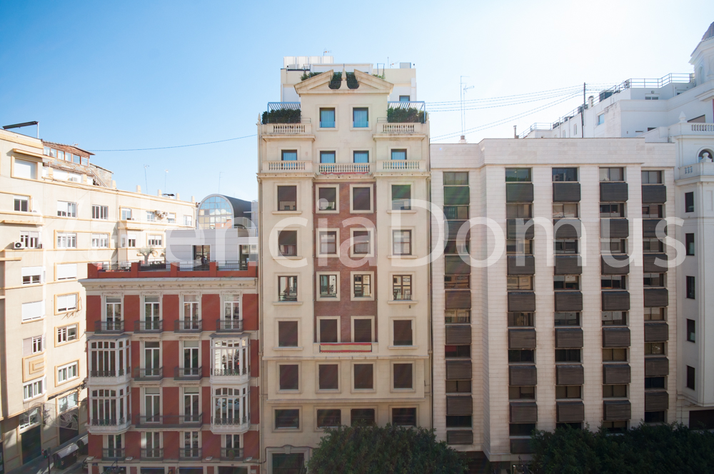 Spacious apartment in the heart of Valencia for sale