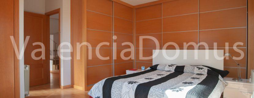 Valencia-Domus-0259AB-Massamagrell-Dormitorio principal con baño en suite
